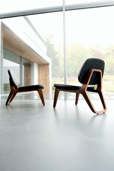 yes. MoonLounger by Gerd Couckhuyt. This design blinks cautiously to the avant-gardistic creations of Charles Eames.