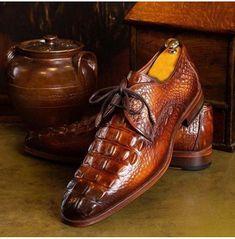 Leather Dress Shoes, Leather Dresses, Office Shoes, Men Office, Brown Derby, Mens Fashion Blog, Dapper Men, Gentleman Style, Luxury Shoes