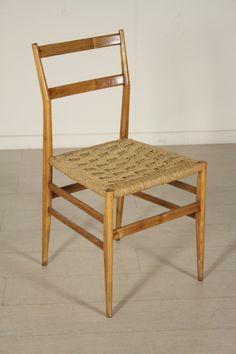 Sedia; legno di frassino naturale, seduta in corda intrecciata. Buone condizioni, presenta piccoli segni di usura.