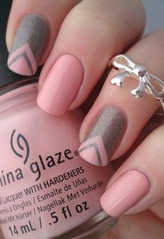 The beautiful combination of pale pink lacquer and brown glitters makes the Chevron type french tip work so well. It's an in-between of girly and mature.