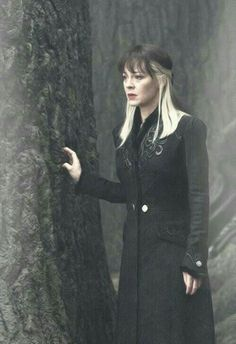 Narcissa Malfoy she is gorgeous and sad she is afraid that something happened to her son Draco. The Malfoy family is my family favorite. Harry Potter Halloween, Harry Potter Books, Harry Potter Love, Harry Potter Characters, Harry Potter Universal, Harry Potter World, Harry Potter Cosplay, Draco Malfoy, Harry Potter Bellatrix Lestrange