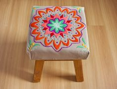 Banco de madera, tapizado con mandala bordado a mano. Tiene relleno acolchonado… Embroidery Needles, Silk Ribbon Embroidery, Embroidery Patterns, Hand Embroidery, Cross Stitch Patterns, Diy And Crafts, Arts And Crafts, Dream Furniture, Needlepoint
