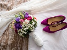 Zapatos y bouquet de novia Bodas.com.mx Wedding Shooters #weddingday #bodas #bodasmexicanas #bouquet #weddingshoes