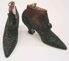 Pumps Pietro Yantorny (Italian, Date: Culture: French Medium: leather, silk Dimensions: Length: 10 in. cm) Credit Line: Gift of Capezio Inc. Edwardian Shoes, Victorian Shoes, Edwardian Fashion, Vintage Fashion, Vintage Boots, Vintage Outfits, Deco Cuir, Old Shoes, Beautiful Shoes