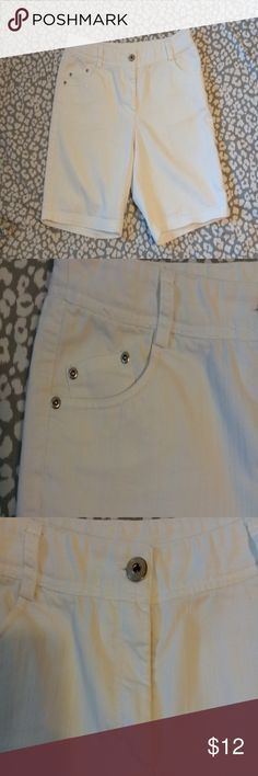 b4f89f6c9f9 Women s Willi Smith shorts White comfy shorts that would go with any color  shirt. Has 2 percent spandex.