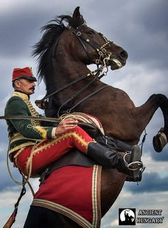 Magyar Huszárok - Hungarian Hussars First French Empire, Austrian Empire, Soldier Costume, Folk Fashion, Men In Uniform, Napoleonic Wars, Most Beautiful Cities, Budapest Hungary, Techno