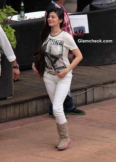 Top 20 Desi Women with Big Boobs Wallpapers Beautiful Girl Indian, Most Beautiful Indian Actress, Katrina Kaif Hot Pics, Indian Bollywood Actress, Stylish Girls Photos, Sexy Jeans, Your Turn, Girls Jeans, Cool Girl
