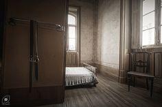Private moments   Momentos íntimos   Abandoned villa room, 3…   Flickr - Photo Sharing!