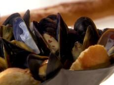 Melissa d'Arabian makes a pot of Mussels in Wine, with her special white wine-fennel broth she lightly infuses with orange zest. A piece of French bread for dipping completes this satisfying entree. For dessert, Melissa's Berry Pavlovas feature crisp meringue nests filled with whipped cream, ripe strawberries and a drizzle of apricot jam. This classic -- and classy! -- meal is simple, affordable and utterly delicious.