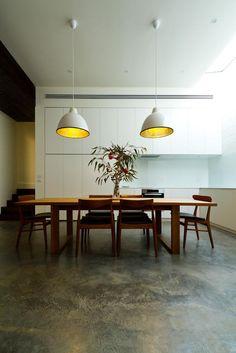 mooie vloer voor keuken  http://www.desiretoinspire.net/blog/2014/1/22/parure-house.html