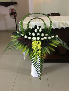 56 Home Interior Decoration Ideas With Floral Ornament for Valentine's Day Tropical Flower Arrangements, Creative Flower Arrangements, Flower Arrangement Designs, Church Flower Arrangements, Beautiful Flower Arrangements, Tropical Flowers, Flower Designs, Beautiful Flowers, Fresh Flowers
