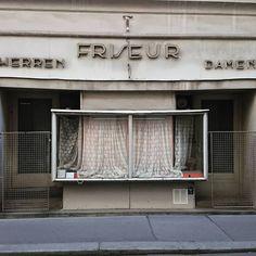 drmukti:  Friseur Herren Damen #architecture #Architektur #Wien #Schaufenster #downtownvienna #vienna #Österreich #austria #1bezirk #Innenstadt #zentrum #vitrine #nurderschönheitwegen