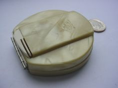 VINTAGE 1925 FULLER PEARLIZED CELLULOID LADIES POWDER COMPACT MIRROR AND COMB