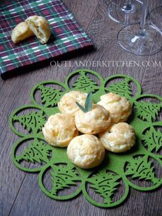 Gougères – Cheese Savouries from Dragonfly in Amber - Light, cheesy puffs of (almost) air. The perfect finger food for your next cocktail party or potluck. Dessert Recipes For Kids, Quick Dinner Recipes, Vegetarian Recipes Dinner, Healthy Dessert Recipes, Appetizer Recipes, Appetizers, Lunch Recipes, Healthy Meals, Easy Meals