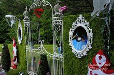 Alice In Wonderland Birthday Party Plannign Ideas Supplies Idea ...