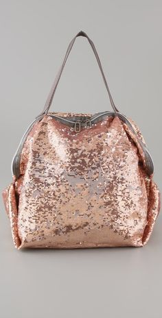 Became a LeSportsac fan after visiting China. love this rose-gold sequined tote from LeSportsac. It needs to be my next gym bag! Look Fashion, Fashion Bags, Fashion Ideas, Pink And Gold, Rose Gold, Mode Rose, Fab Bag, Cute Bags, Backpack Purse