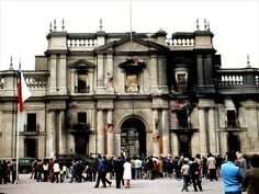 Government palace -La Moneda- after attack and bombing in Victor Jara, Che Guevara, Beautiful Places To Travel, September 11, End Of The World, Notre Dame, Street View, Exterior, Country