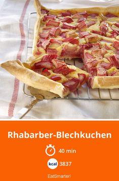 Rhabarber-Blechkuchen - 3837 kcal - einfaches Gericht - So gesund ist das Rezept: 6,0/10   Eine Rezeptidee von EAT SMARTER   Rhabarberkuchen, Schneiden, Obst #blechkuchen #rezepte