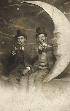 Paper Moon c. Vintage vaudeville performers in top hats Antique Photos, Vintage Pictures, Vintage Photographs, Old Pictures, Vintage Images, Paper Moon, Marcus Black, Moon Photos, Moon Photography