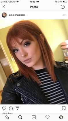 haar pony Mein Make-up sah gestern ver - haar Short Red Hair, Short Straight Hair, Red Hair With Bangs, Short Auburn Hair, Medium Auburn Hair, Straight Across Bangs, Red Hair Fringe, Short With Bangs, Hairstyles For Medium Length Hair With Bangs
