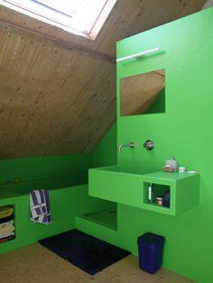 badkamer | polyester | groen | alles loopt in elkaar over | wastafel, bad en douche = een meubel