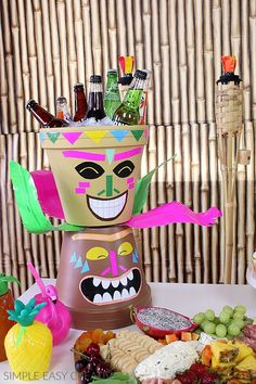 Luau Party Ideas - Hoosier Homemade - Luau Party Ideas – Hoosier Homemade LUAU PARTY IDEAS :: These fun Hawaiian Luau Party Ideas are fun and easy! Make your own Palm Trees, Tiki Head and Flowers! Aloha Party, Hawaiian Party Games, Luau Theme Party, Party Set, Party Fiesta, Tiki Party, Party Favors, Hawaiian Parties, Luau Party Games
