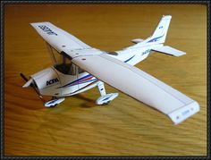 This airplane paper model is a Cessna 182 Skylane, designed by T. There is also a Cessna 172 Skyhawk papercraft at the site. The Cessna 182 Skyla Paper Airplane Models, Paper Planes, Model Airplanes, Free Paper Models, Papercraft Download, Cessna 172, Easy Origami, Paper Magic, Asd