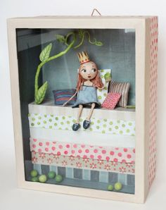 diorama in a deep picture frame (Paper sculpture). Shadow Box Kunst, Shadow Box Art, Diy And Crafts, Crafts For Kids, Paper Crafts, Paper Clay, Paper Art, Paper Dolls, Art Dolls