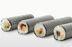 """As vezes fazer um sushi em casa pode ser um ótimo programa e para ficar ainda mais estiloso, nada como uma folhas de Nori (folhas de algas japonesas utilizadas para montar sushis) cortadas a laser em formatos de """"Sakura"""" que traz as flores de cerejeira, """"Mizutama"""" que representa as gotas de água, """"Asanoha"""" simbolizando o linho e..."""