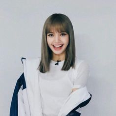 """random thread, but i just though i'd let y'all know how pretty lisa is, and get you """"LiSa'S vIsUaLs ArE oVeR hYpEd"""" people even more butt hurt lmao. Jennie Blackpink, Blackpink Lisa, Lisa Hair, Lisa Blackpink Wallpaper, Glamour Makeup, Blackpink Photos, K Pop, Girl Crushes, Korean Girl"""