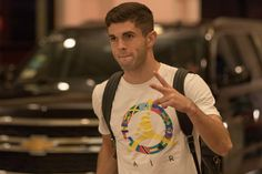 Christian Pulisic ❤️ here in town! Soccer Guys, Soccer Players, Chelsea Wallpapers, Jack Wilshere, Christian Pulisic, Chelsea Fc, Role Models, Real Madrid, Premier League