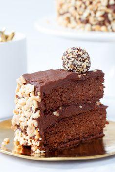 Een gezonde versie van mijn epicferrero rocher taart. Zonder geraffineerde suikers en vetten, lactosevrij, glutenvrij, maar vooral héél lekker. - Zoetrecepten