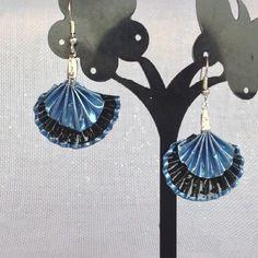Boucles d'oreilles éventail bleu et noir, capsules de café recyclées.