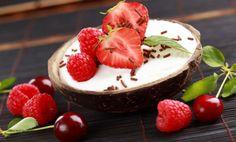 Il gelato è un diritto per tutti, anche per chi è intollerante ai latticini! Ecco la ricetta del gelato fresco, che vi farà sentire su una spiaggia caraibica e rigorosamente senza panna o latte! La ricetta più stiva che ci sia, usatelo per farcire questa deliziosa millefoglie ai lamponi! Prepara...