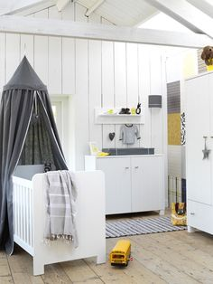 myidealhome:    pretty nursery room (via Kids' room)