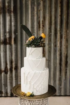 macrame inspired wedding cake