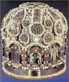Imperial Russian crown - wow, this is one fugly crown. Just my opinion...
