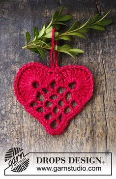 Crochet - Free knitting patterns and crochet patterns by DROPS Design Christmas Crochet Blanket, Christmas Hearts, Crochet Christmas Ornaments, Christmas Crochet Patterns, Drops Design, Free Crochet, Knit Crochet, Magazine Drops, Crochet Instructions