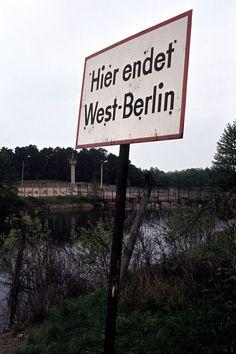 """""""Hier endet West-Berlin"""" (1979 Berlin - Die Grenze bei Albrechts Teerofen) ☺"""