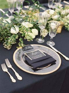 Navy inspiration: http://www.stylemepretty.com/2015/05/26/black-white-gold-outdoor-glam-wedding/ | Photography: Diana McGregor - http://www.dianamcgregor.com/