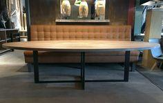 ZWAARTAFELEN I Stoere ovale tafel met stalen plus onderstel I Handgemaakt door Zwaartafelen I www.zwaartafelen.nl