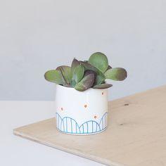 Minimalistische Pflanzschalen in Weiß mit dezenter Farbe / cute little flowerpot for your urban jungle at home, home decor made by for-rest via DaWanda.com