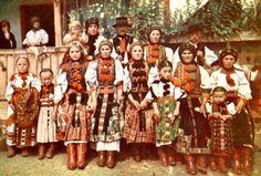 kalotaNAPLÓ: KALOTASZEGI KÖZTÁRSASÁG Art Costume, Folk Costume, Costumes, Transylvania Romania, Hungarian Embroidery, Folk Dance, Folk Music, My Heritage, Old World
