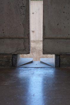 John Pawson - Louis Kahn's 'façade to the sky' - Architecture Louis Kahn, Concrete Architecture, Chinese Architecture, Architecture Details, Classical Architecture, Ancient Architecture, Minimalist Architecture, Interior Architecture, Landscape Architecture