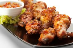 Super Bowl Party Food Ideas: 10 Tasty Chicken Wing Recipes – Page 3 – Forkly Spicy Baked Chicken, Grilled Chicken Wings, Fried Chicken Recipes, Tandoori Chicken, Recipe Chicken, Bbq Chicken, Slow Cooker Recipes, Cooking Recipes, Vegetarian Recipes