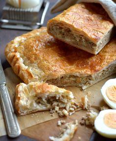 Jauhelihapasteija-piirakka | Maku Apple Pie, Sandwiches, Food And Drink, Koti, Desserts, Tailgate Desserts, Deserts, Postres, Dessert