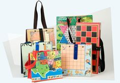 Upcycle your old board games into bags and portfolios Old Board Games, Old Games, Game Boards, Kids Crafts, Craft Projects, Craft Ideas, Book Crafts, Diy Purse, Upcycled Crafts