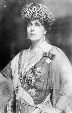 Queen Marie of Romania - just look at that tiara/crown. My mother-in-law was named for Queen Marie. Her father was from Romania. Royal Crowns, Royal Tiaras, Crown Royal, Tiaras And Crowns, Queen Mary, King Queen, Queen Elizabeth, Romanian Royal Family, Reine Victoria