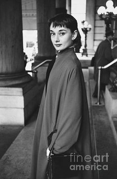Classic hollywood, old hollywood, young audrey hepburn, audrey hepburn phot Young Audrey Hepburn, Style Audrey Hepburn, Audrey Hepburn Photos, Aubrey Hepburn, Marilyn Monroe, Classic Hollywood, Old Hollywood, Viejo Hollywood, Non Plus Ultra