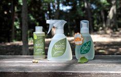 食器洗い洗剤「森と」は、スプレータイプ、泡ボトルタイプ、詰替用濃縮タイプの3つです。食器などの油汚れは、ボロ布やトイレットペーパーなどで拭き取ってから「森と」で洗います。泡立ちが少なく、洗剤も洗い流す水も少量で済むから、水道代も節約に!もちろん環境にもやさしい!